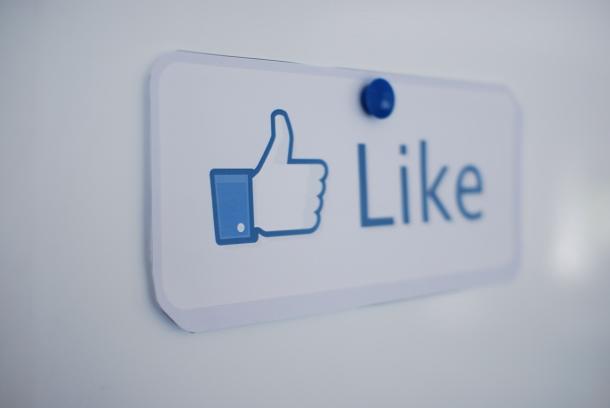 como-saber-se-e-viciado-em-facebook-facil-se-lhe-da-demasiada-importancia-e-se-desfoca-a-realidade_bg